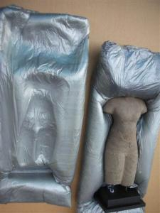 Statuette in foam-moulded packing